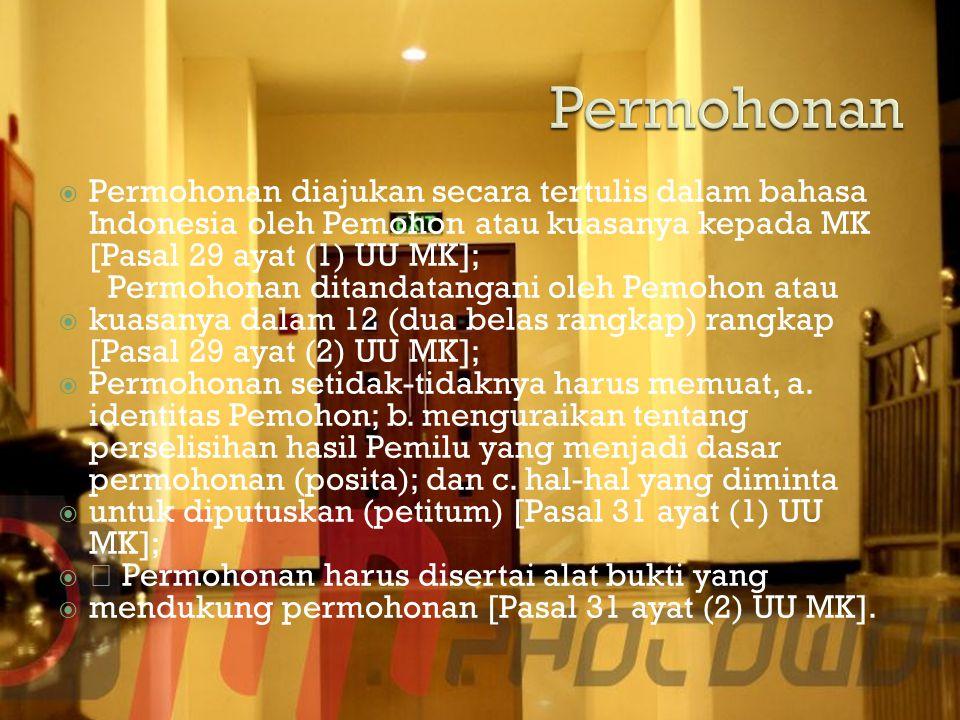 Permohonan Permohonan diajukan secara tertulis dalam bahasa Indonesia oleh Pemohon atau kuasanya kepada MK [Pasal 29 ayat (1) UU MK];